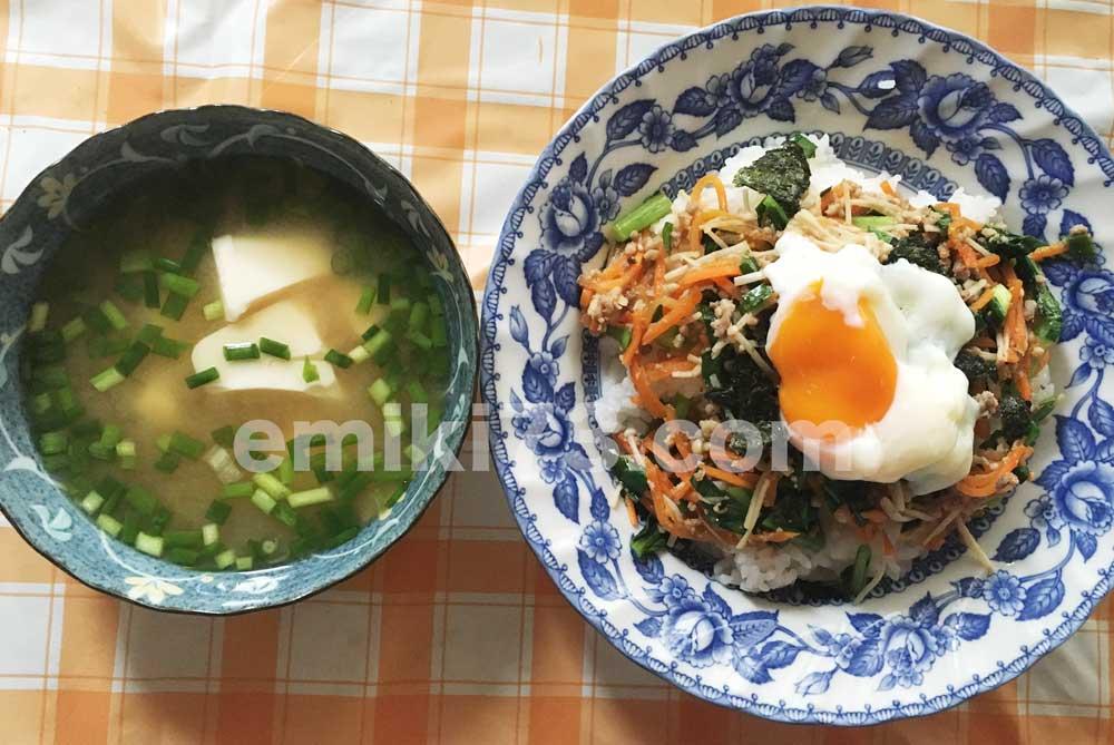 キットオイシックスのビビンバと味噌汁完成!