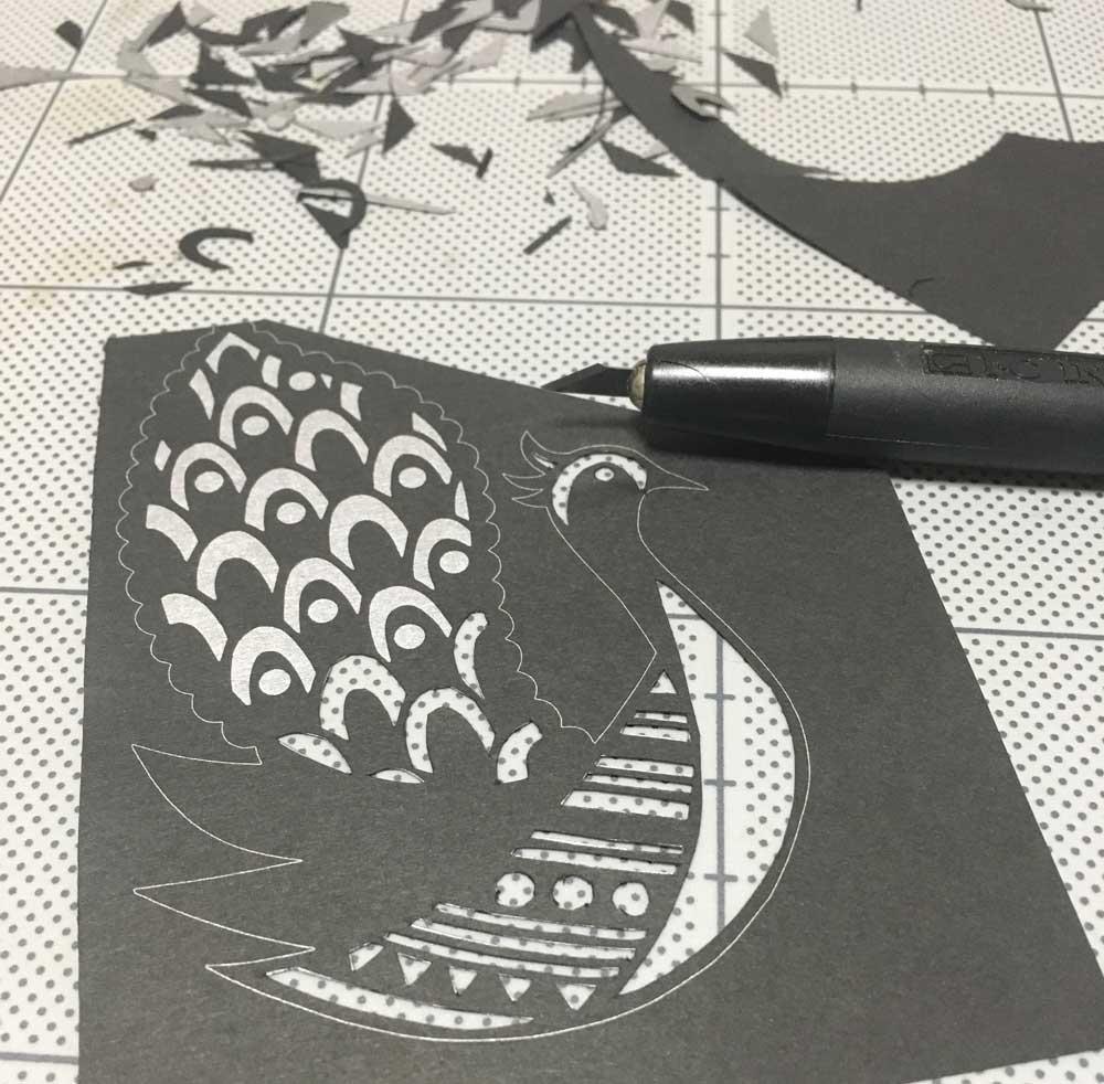 初めて切り絵の挑戦!2作品目(鳥)
